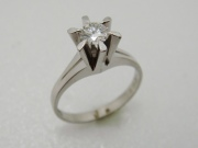 婚約指輪からブローチ
